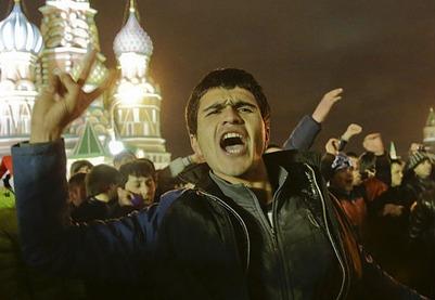 Видео с новогодними танцами приезжих на Красной площади взорвало интернет