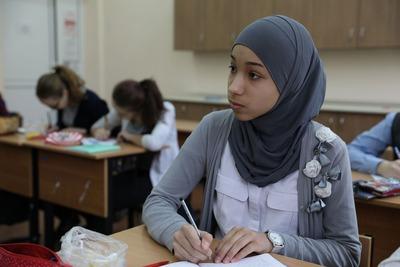 Чеченский парламент разрешил школьницам носить хиджаб
