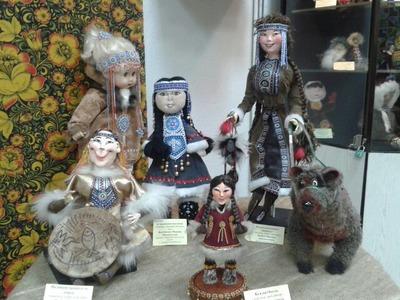 В Магадане открылась выставка кукол в национальных костюмах