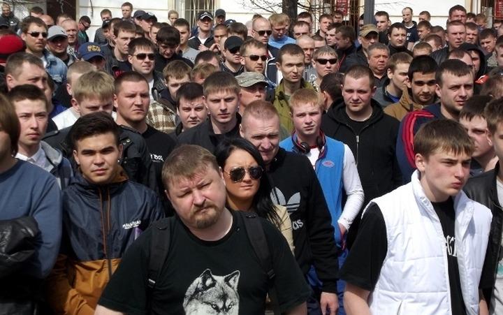 В Твери состоялся массовый стихийный митинг после драки между русскими и азербайджанами