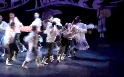 """Выступление ансамбля """"Эргырон"""". Эскимосский танец с батутом"""