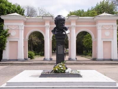 В Симферополе отметили день рождения украинского поэта Шевченко