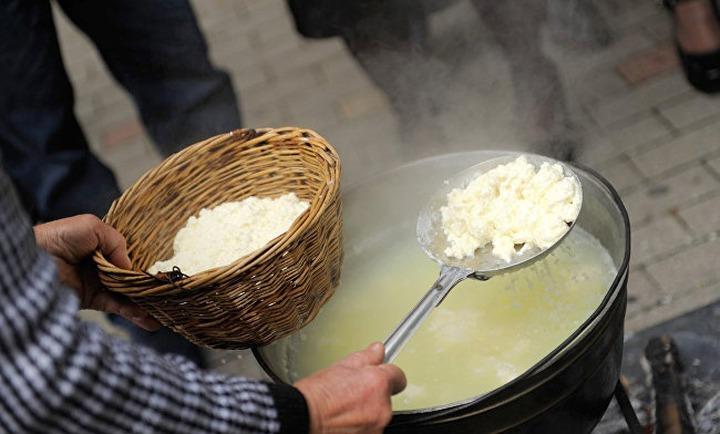 На фестивале адыгейского сыра национальные подворья сварят свежий сыр