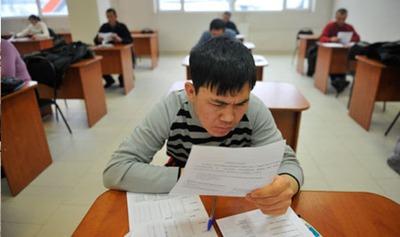 Для получения гражданства мигрантам придется выучить 1300 русских слов