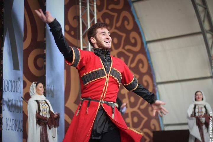 Чеченские и дагестанские танцоры выступят во Вьетнаме и странах Африки