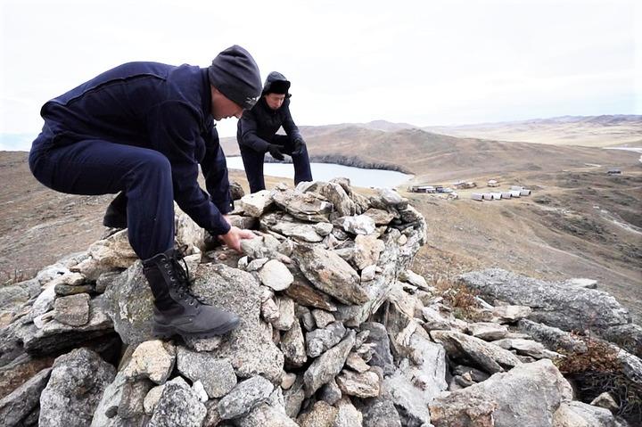 На Байкале разберут пирамидки из камней, сложенные туристами по лжетрадициям