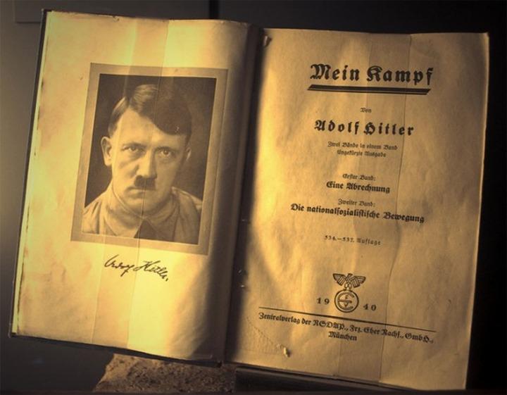 """Социальная сеть """"ВКонтакте"""" очистила себя от """"Mein Kampf"""" Адольфа Гитлера"""