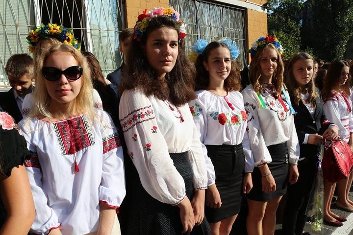 Крымским украинцам не дали провести акцию в вышиванках