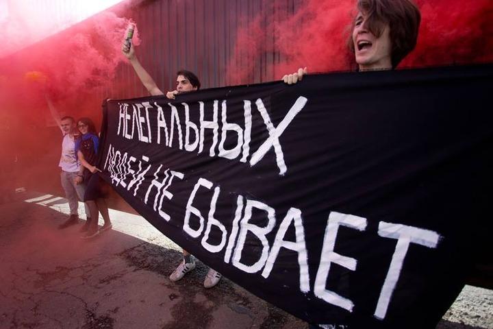 Антифашисты провели в штабе кандидата Навального пикет в защиту мигрантов