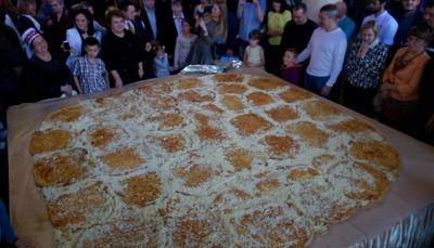 На фестивале национальной кухни в Петрозаводске приготовили хачапури весом 70 кг