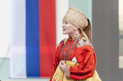 """Фестиваль национальных культур """"Многоцветие России"""""""