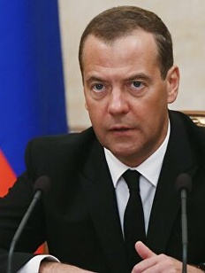 Медведев пожаловался на засорение русского языка