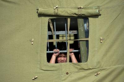 Мигрантов из палаточного лагеря в Гольяново начали переводить в спецприемники