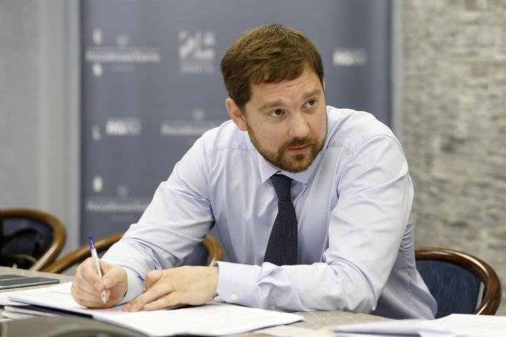 Сотрудники ФАДН России получают меньше остальных федеральных чиновников