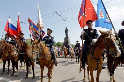 Более ста казаков прошли по центральным улицам Севастополя в День города