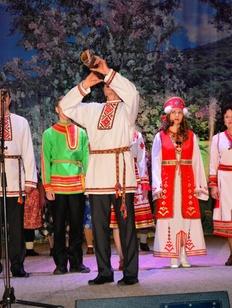 Мордовские обряды сватовства и проводов в армию показали в Башкортостане