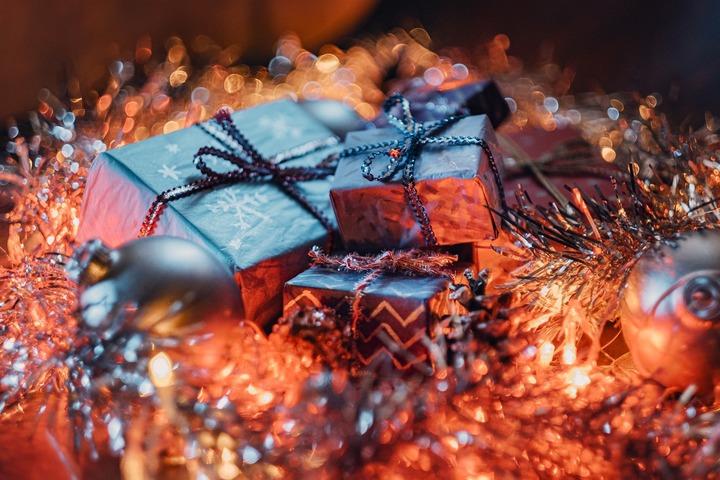 Отшельнице Агафье Лыковой отправили два вертолета с новогодними подарками