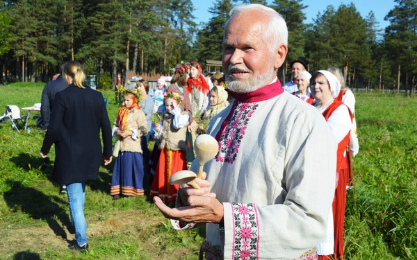 День рождения Ленобласти отметили межнациональным фестивалем с общим столом