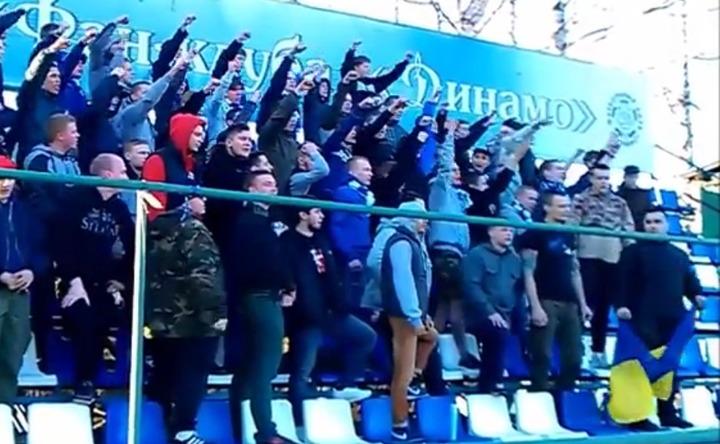 """Футбольных фанатов проверят на экстремизм за выкрики """"Слава Украине"""""""