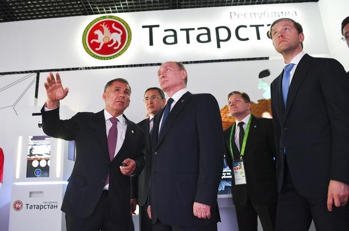 Татарские писатели призвали Путина не нарушать языковой баланс в республике