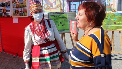 В Мордовии людям раздали диски с народной музыкой