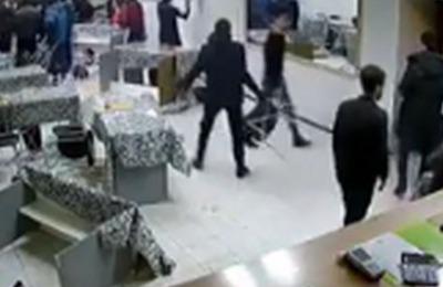 Массовая интернациональная драка произошла в тобольском кафе