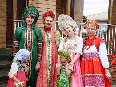 Русские дети в Австралии отпраздновали Святки с Дедом Морозом и Василисой Премудрой
