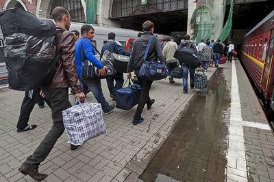 В Госдуме предложили выдворять мигрантов за их счет