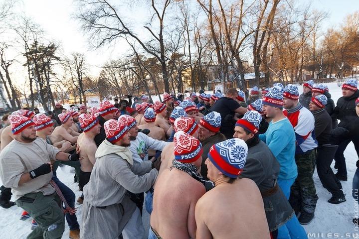 Британская газета выдала масленичные бои за тренировку российских фанатов перед ЧМ
