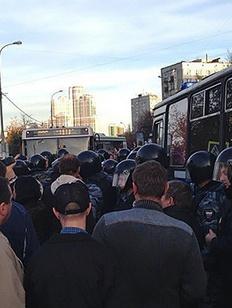 Националисты и жители Бирюлева атаковали овощебазу в поисках мигрантов