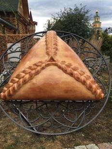 Памятник эчпочмаку открылся в Казани