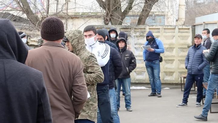 Жители Владимира требуют закрыть миграционный центр за нарушение мер по борьбе с коронавирусом