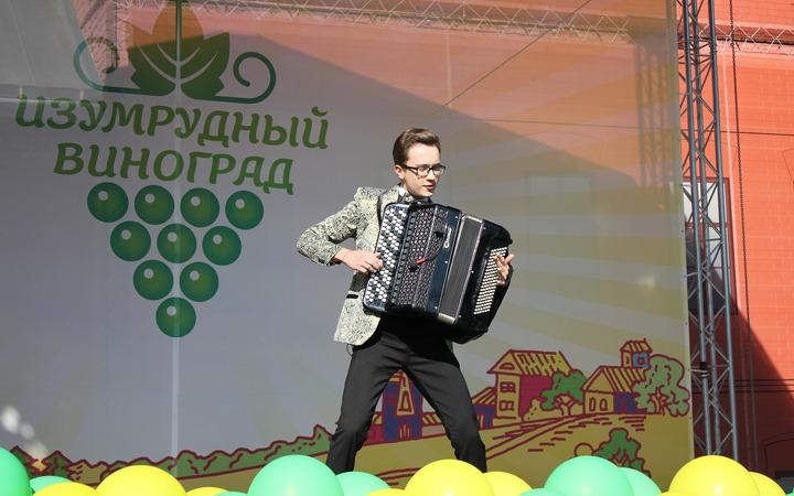 """Молдавский праздник """"Изумрудный Виноград"""""""
