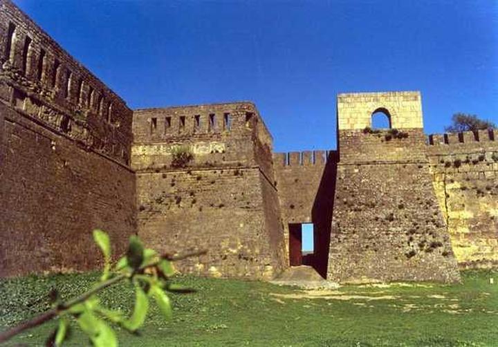 Ученые: под полом крепости Нарын-Кала могут быть захоронены видные деятели христианства