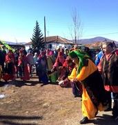 Хакасы в честь Матери Земли одели детей в пластик и бумагу
