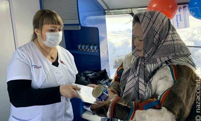 Не покидая чума: на Ямале оленеводов прививают от коронавируса