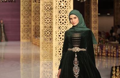 Дочь Кадырова выпустила коллекцию одежды с чеченскими мотивами