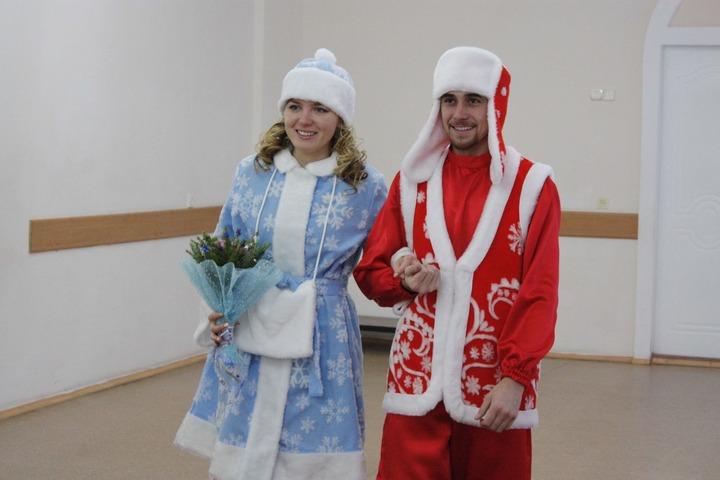 В Лениногорске пара поженилась в костюмах татарских Деда Мороза и Снегурочки
