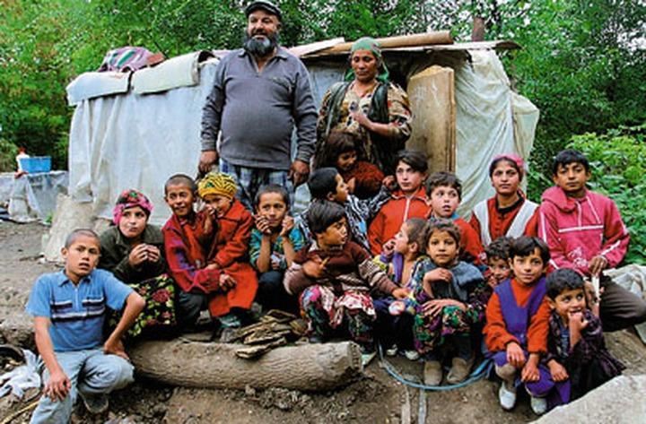 Астраханские власти начнут интегрировать цыган в современное общество