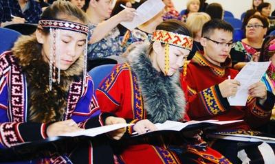 Селькупы и коми впервые написали диктант на родных языках