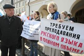 Путин поручил утвердить комплекс мер по поддержке русского языка