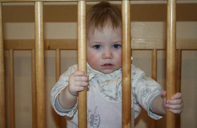 Выпускники детских домов требуют отставки сенатора Торшина из-за его предложения отправить русских сирот на Кавказ