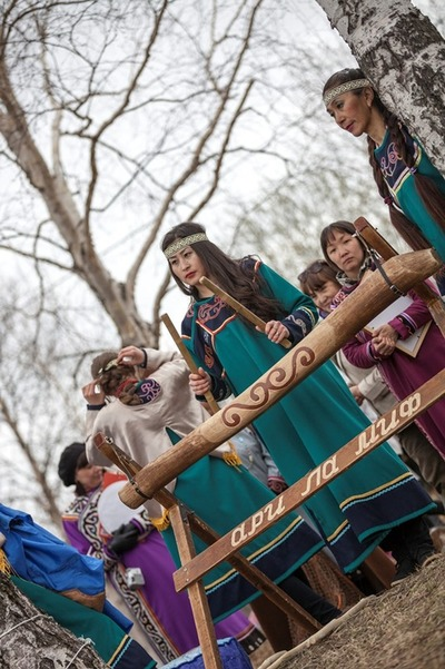 Мифы нивхов представили жителям Южно-Сахалинска на выставке региональных художников