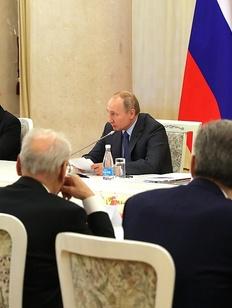 Путин предложил вносить граждан в систему учета коренных по месту жительства