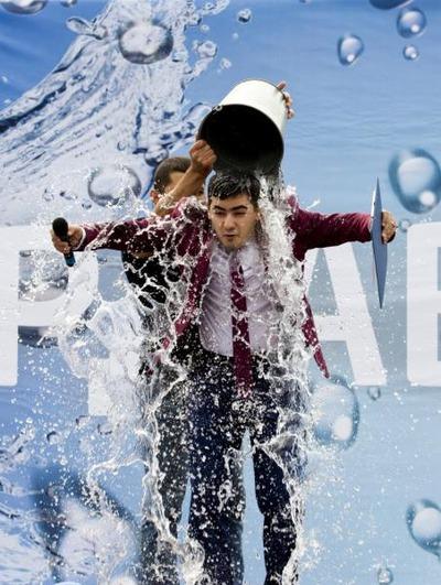 Жители Сургута облили друг друга водой в честь армянского праздника Вардавар