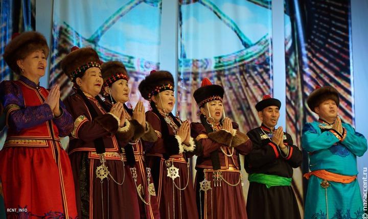 Старинные песни иркутских бурят споют в Улан-Удэ