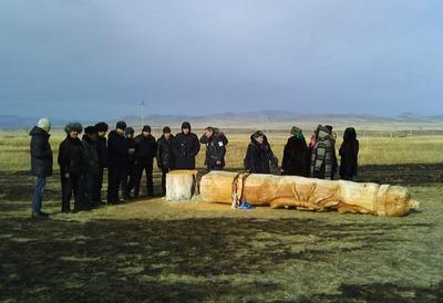 Вандалы в Хакасии спилили священную коновязь и сожгли юрту