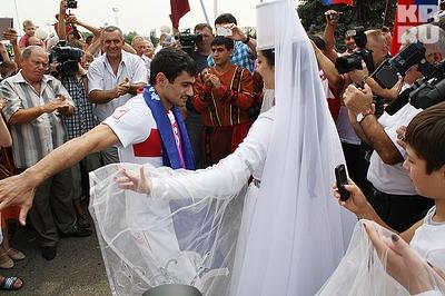 Олимпийские чемпионы - кавказцы  отметили победу лезгинкой