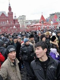 Мигранты и пробки: Москвичи назвали проблемные моменты в столичной жизни