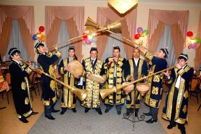 В Петербурге трудовых мигрантов с помощью концертов учат светскому общению